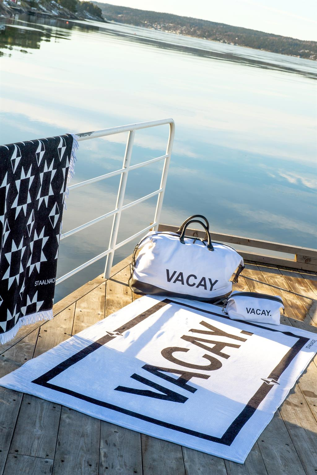VACAY towel, travelbag and toiletry bag and Duo towel black